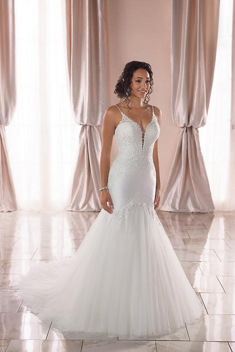 gown from the 2019 Stella York collection, as seen on dressfinder.ca