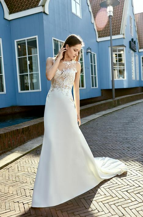 Breda gown from the 2018 Le Papillon by Modeca collection, as seen on dressfinder.ca