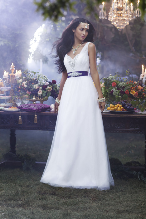 237 Jasmine gown from the 2014 Alfred Angelo : Disney Fairy Tale Bridal collection, as seen on dressfinder.ca