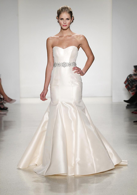 Vendome gown from the 2015 Anne Barge collection, as seen on dressfinder.ca