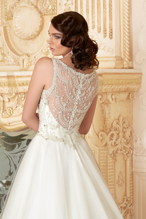 Eleanor (back) gown from the 2015 KittyChen Ivoire collection, as seen on dressfinder.ca
