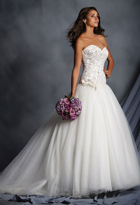 2528 gown from the 2015 Alfred Angelo collection, as seen on dressfinder.ca