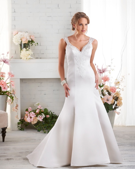 530 gown from the 2015 Bonny Bridal collection, as seen on dressfinder.ca