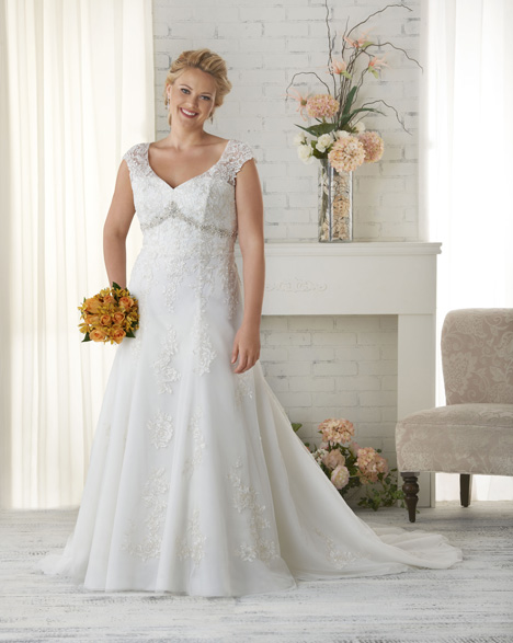 1516 gown from the 2015 Bonny Bridal collection, as seen on dressfinder.ca