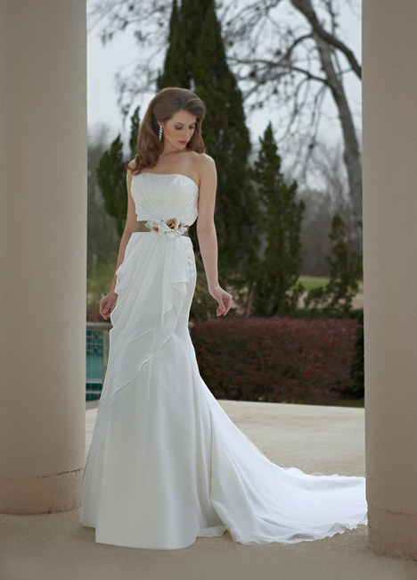 8465 gown from the 2013 DaVinci collection, as seen on dressfinder.ca