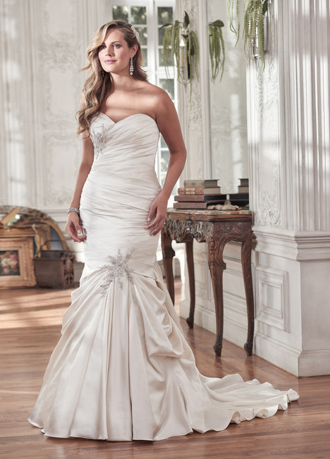 Sydney (Plus Size) gown from the 2016 Maggie Sottero collection, as seen on dressfinder.ca