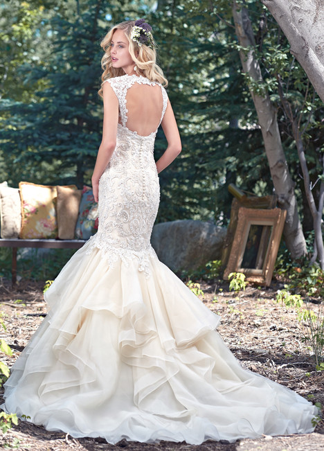 Malina (2) gown from the 2016 Maggie Sottero collection, as seen on dressfinder.ca
