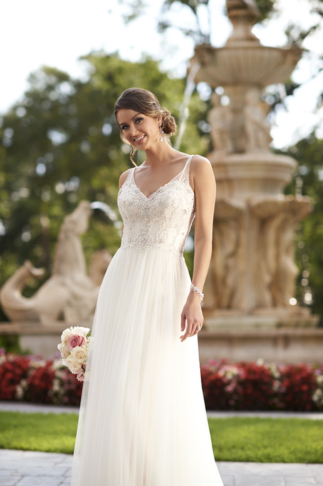 6030 gown from the 2015 Stella York collection, as seen on dressfinder.ca