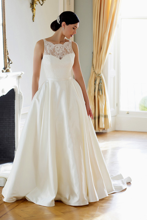Bonnie gown from the 2016 Augusta Jones collection, as seen on dressfinder.ca