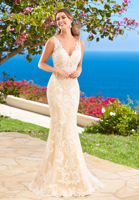 Shayna gown from the 2016 KittyChen Couture collection, as seen on dressfinder.ca