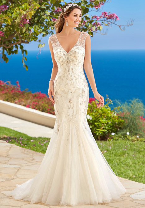 Venetia gown from the 2016 KittyChen Couture collection, as seen on dressfinder.ca