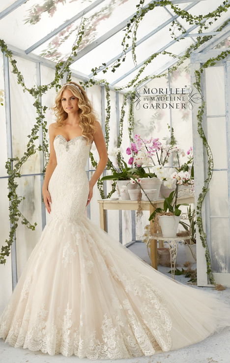 2804 gown from the 2016 Mori Lee: Bridal collection, as seen on dressfinder.ca