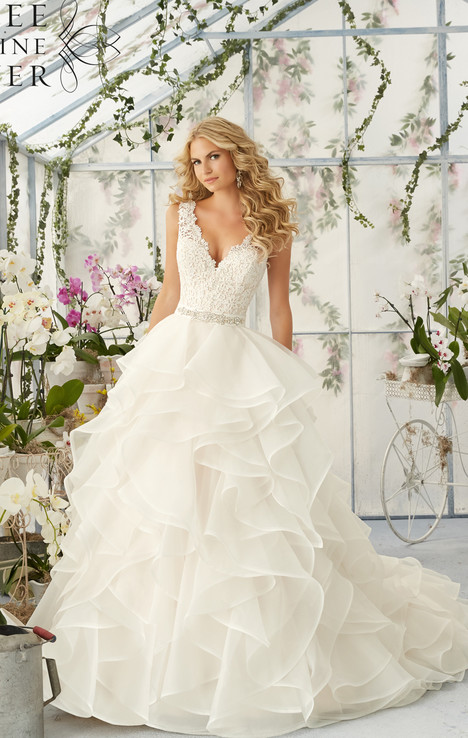 2805 gown from the 2016 Mori Lee: Bridal collection, as seen on dressfinder.ca