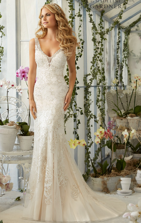 2809 gown from the 2016 Mori Lee: Bridal collection, as seen on dressfinder.ca