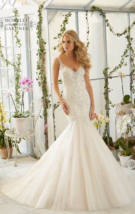 2823 gown from the 2016 Mori Lee: Bridal collection, as seen on dressfinder.ca