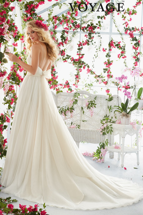 6812 (back) gown from the 2016 Mori Lee: Voyage collection, as seen on dressfinder.ca