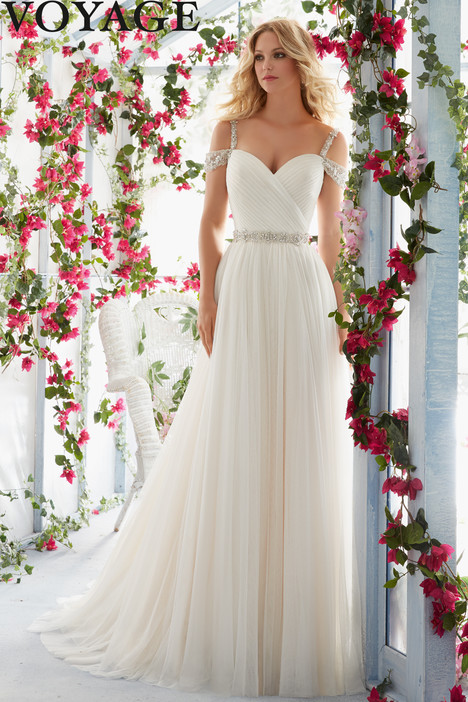 6814 gown from the 2016 Mori Lee: Voyage collection, as seen on dressfinder.ca