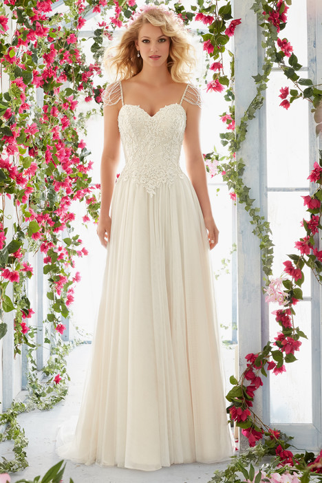 6816 gown from the 2016 Mori Lee: Voyage collection, as seen on dressfinder.ca