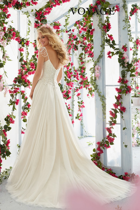 6816 (back) gown from the 2016 Mori Lee: Voyage collection, as seen on dressfinder.ca