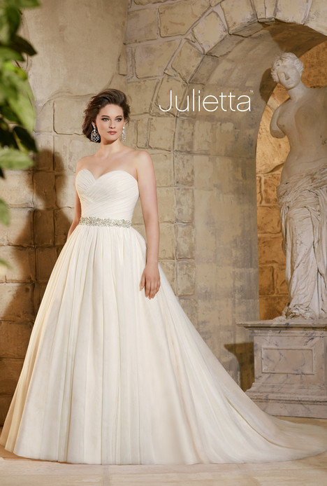 3182 gown from the 2015 Mori Lee: Julietta collection, as seen on dressfinder.ca