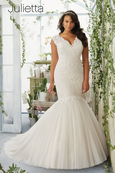 3192 gown from the 2016 Mori Lee: Julietta collection, as seen on dressfinder.ca
