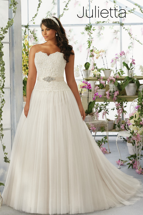3193 gown from the 2016 Mori Lee: Julietta collection, as seen on dressfinder.ca