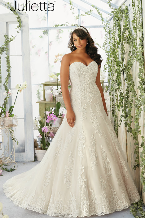 3196 gown from the 2016 Mori Lee: Julietta collection, as seen on dressfinder.ca