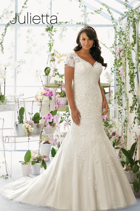 3197 gown from the 2016 Mori Lee: Julietta collection, as seen on dressfinder.ca