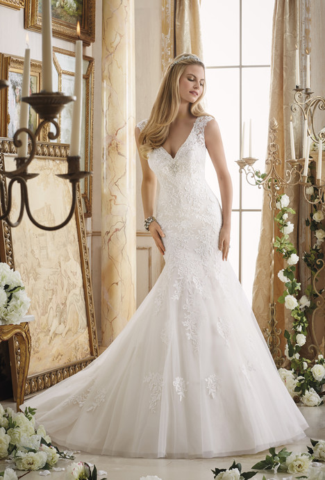 2872 gown from the 2016 Mori Lee: Bridal collection, as seen on dressfinder.ca