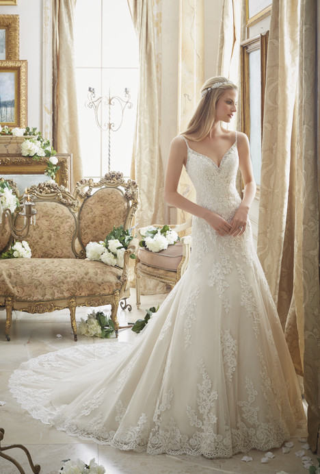 2883 gown from the 2016 Mori Lee: Bridal collection, as seen on dressfinder.ca