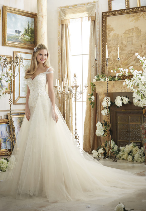 2894 gown from the 2016 Mori Lee: Bridal collection, as seen on dressfinder.ca