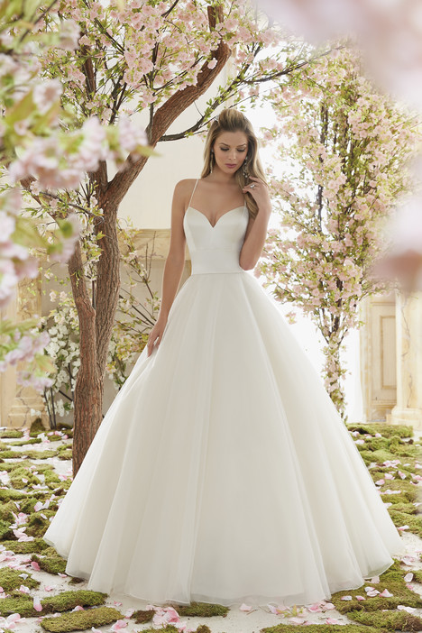 6831 gown from the 2016 Mori Lee: Voyage collection, as seen on dressfinder.ca