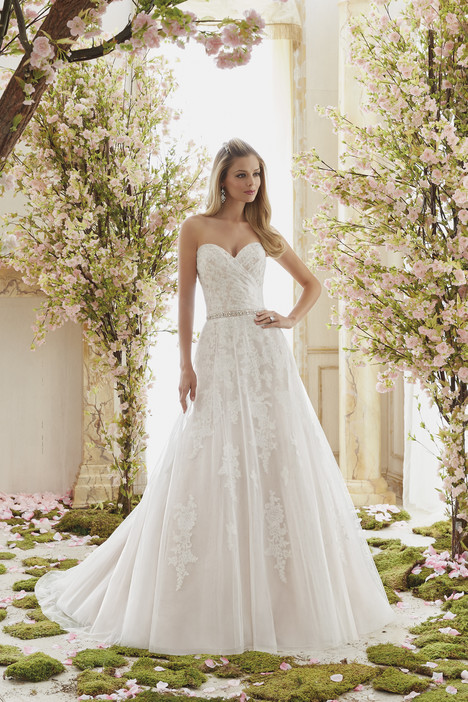 6834 gown from the 2016 Mori Lee: Voyage collection, as seen on dressfinder.ca