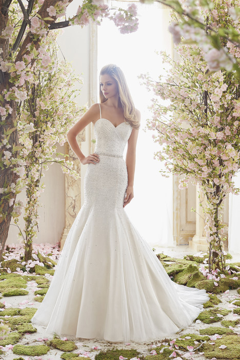 6835 gown from the 2016 Mori Lee: Voyage collection, as seen on dressfinder.ca