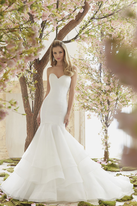 6837 gown from the 2016 Mori Lee: Voyage collection, as seen on dressfinder.ca