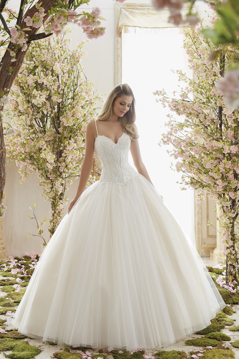 6838 gown from the 2016 Mori Lee: Voyage collection, as seen on dressfinder.ca