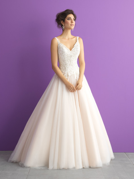 3015 gown from the 2017 Allure Bridals : Allure Romance collection, as seen on dressfinder.ca