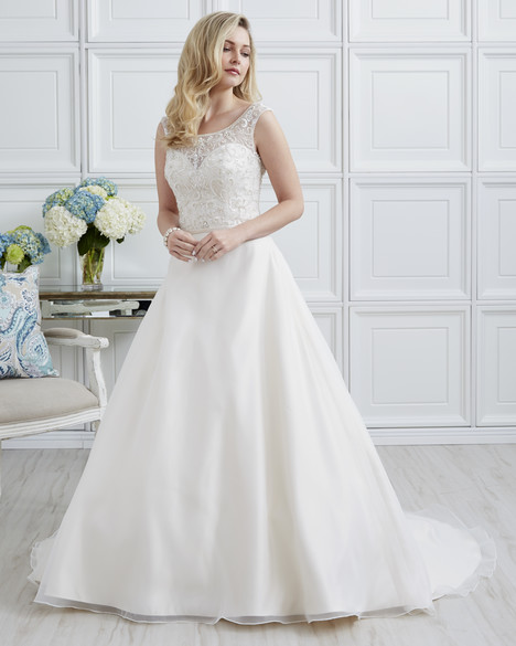 7000 gown from the 2017 Romantic Bridals collection, as seen on dressfinder.ca