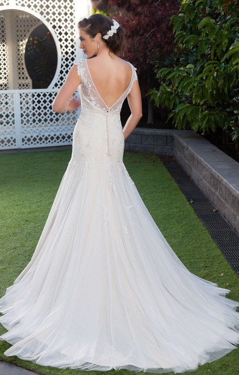 4268 (back) gown from the 2016 Christina Rossi collection, as seen on dressfinder.ca