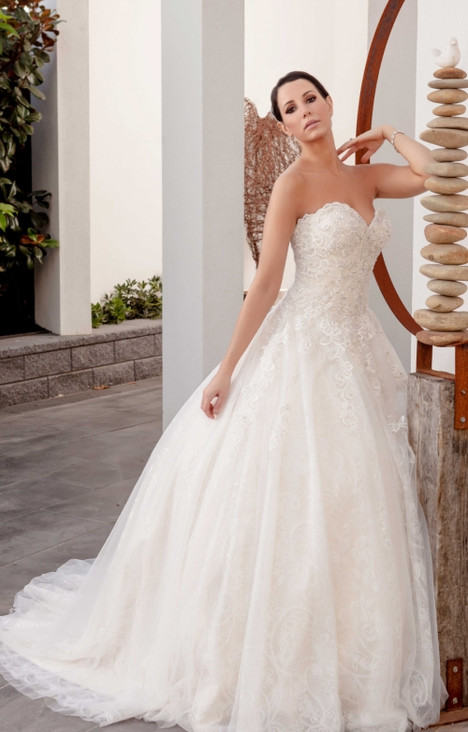 4293 gown from the 2016 Christina Rossi collection, as seen on dressfinder.ca