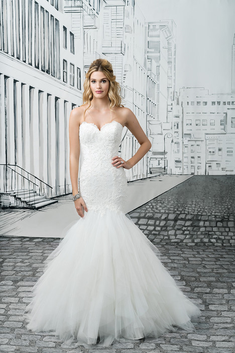 8899 gown from the 2017 Justin Alexander collection, as seen on dressfinder.ca