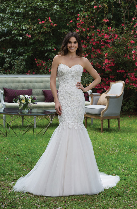 3944 gown from the 2017 Sincerity collection, as seen on dressfinder.ca