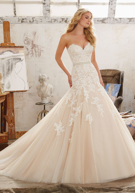 8101 gown from the 2017 Mori Lee: Bridal collection, as seen on dressfinder.ca