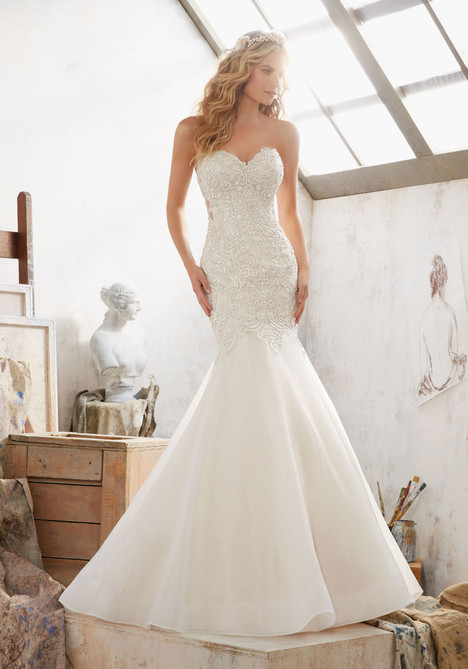 8120 gown from the 2017 Mori Lee: Bridal collection, as seen on dressfinder.ca