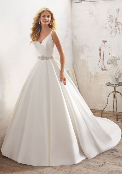8123 gown from the 2017 Mori Lee: Bridal collection, as seen on dressfinder.ca