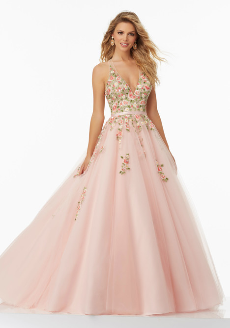 99032 gown from the 2017 Mori Lee Prom collection, as seen on dressfinder.ca