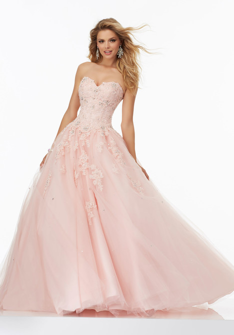 99137 gown from the 2017 Mori Lee Prom collection, as seen on dressfinder.ca