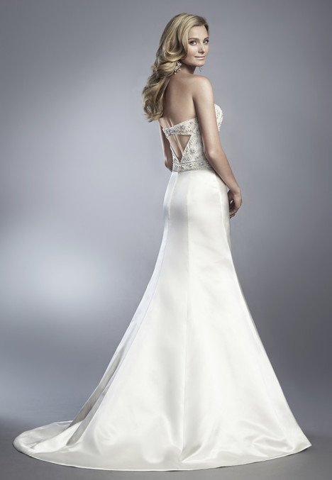 D601 gown from the 2017 Cassidy Sara collection, as seen on dressfinder.ca