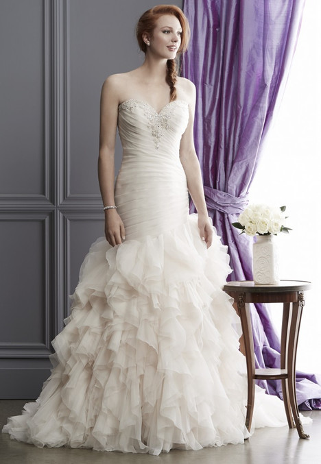 1521 gown from the 2016 Madison Collection collection, as seen on dressfinder.ca