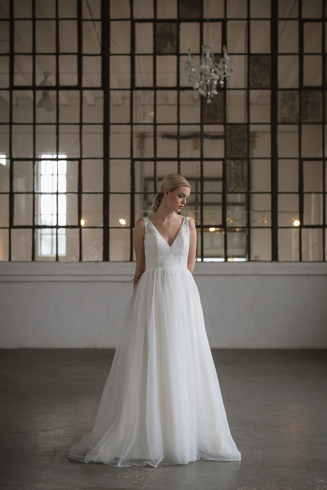 Iris gown from the 2017 Lis Simon collection, as seen on dressfinder.ca